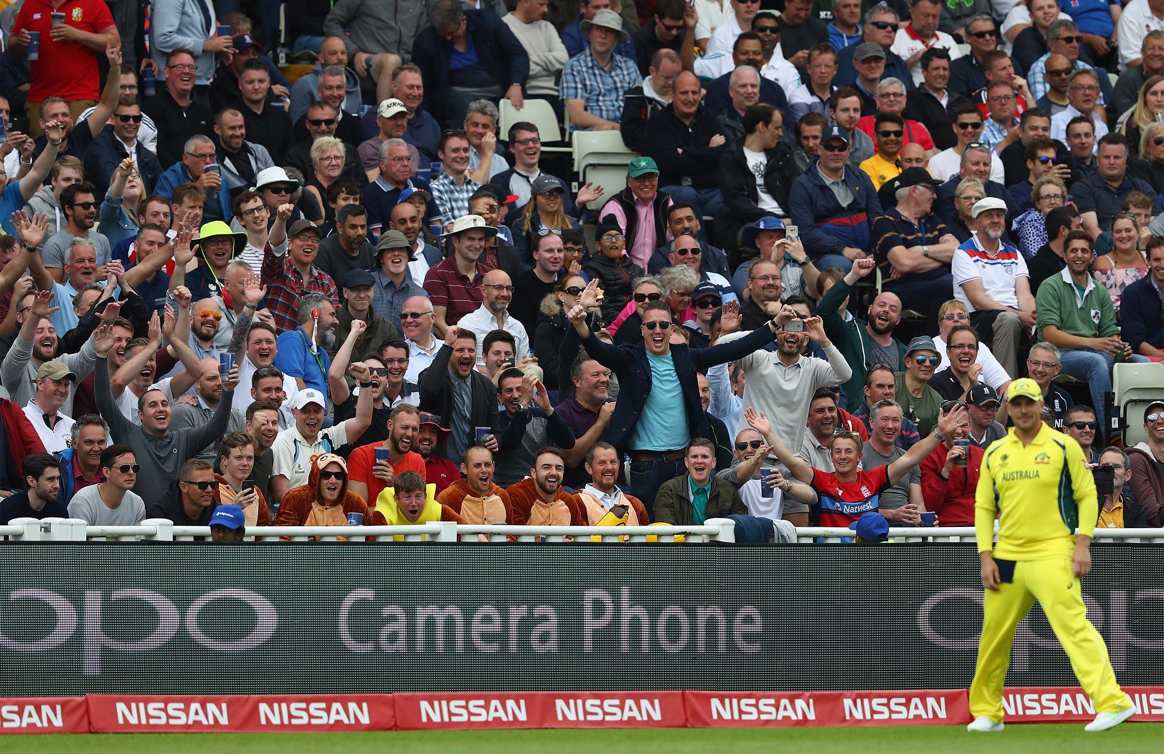 Champions Trophy: Warne 'honours' Ganguly's bet, will wear England ODI shirt soon