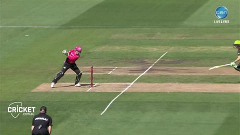 Perry-turns-dropped-catch-into-dramatic-run-out-still