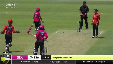 Smith-switched-on-behind-the-stumps-still