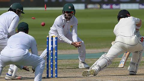 Yasir-fires-as-NZ-lose-929-in-72-overs-still