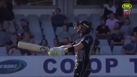 Guptill-Munro-flay-Aussies-in-massive-opening-stand-still
