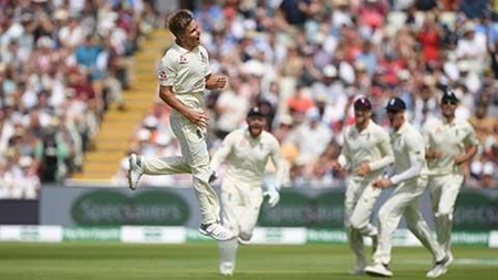 Hot Curran bundles out India's top order