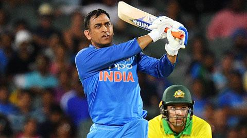 Dhoni-half-century-guides-India-home-still