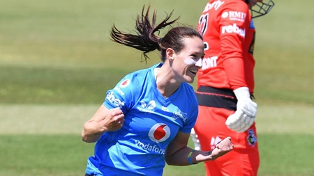 Sharp Schutter takes a blinder off her own bowling