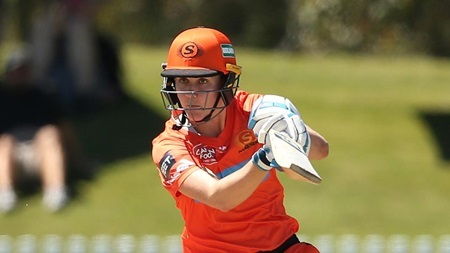 England star Sciver crafts patient fifty