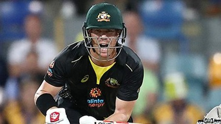 Warner continues red-hot start to home season