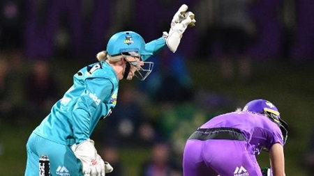 Mooney reels in three rippers behind the stumps