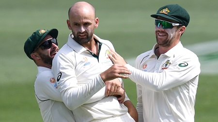 Lyon pounces as Babar's shave ends resistance