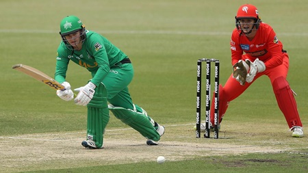 Lee helps herself to half-century for Stars