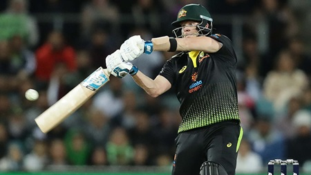 Smith thrills with innovative unbeaten 80