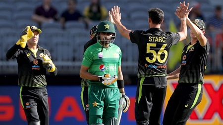 Sshh-Azam: Spearhead Starc silences Pakistan top order