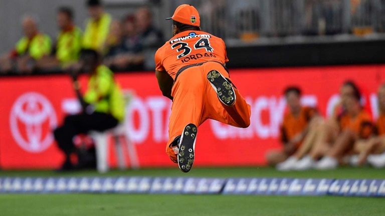 Air-Jordan-takes-outfield-catch-for-the-ages-still