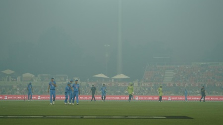 Umpires explain smoke delay in Canberra