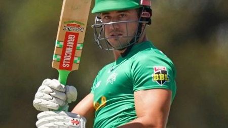 Stoinis carries bat for 81 to shine for Stars