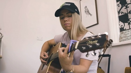 Naomi Stalenberg: hitting sixes and hitting chords