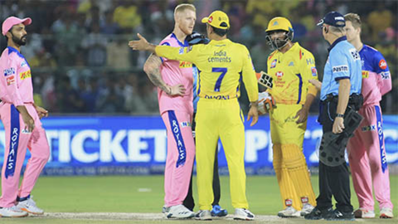 Dhoni enters field amid IPL chaos