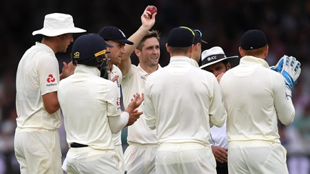 Woakes, Broad skittle Ireland for 38 at Lord's