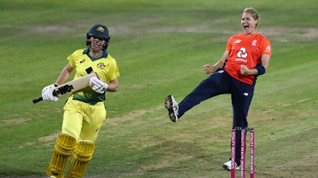 Perry shines again but England win final T20