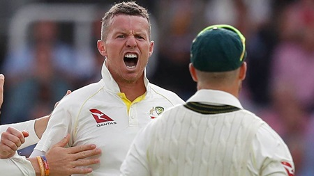 Siddle reveals dressing room reaction to Smith blow