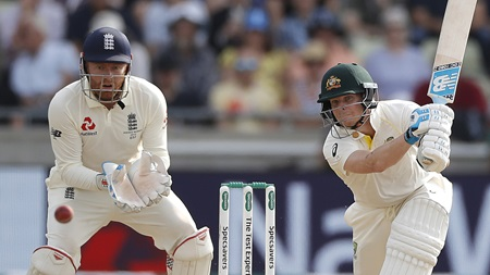 Day three wrap: Smith holds key as Aussies scrap
