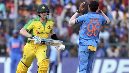 Smith makes a hundred as India hold Australia to 9-286