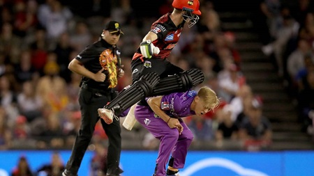 Harper hurt after heavy collision in BBL match