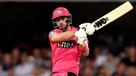 Vintage Vince strikes half-century in successful chase