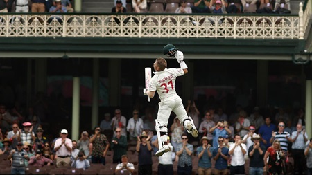 Warner celebrates 24th Test hundred with trademark leap