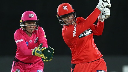 Lizelle Lee-thal as Renegades stun the Sixers
