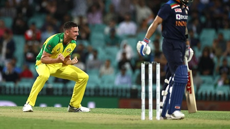 Play of the Day: Hazlewood gets huge wicket of Kohli