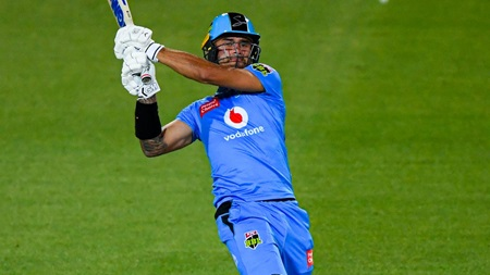 Weatherald bats through to seal Strikers' chase