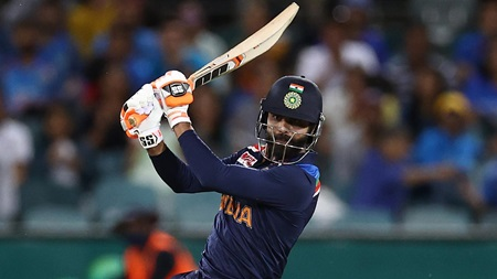 Jadeja continues strong batting form with 44no