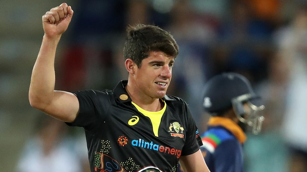 Triple treat for crafty Henriques in first T20I