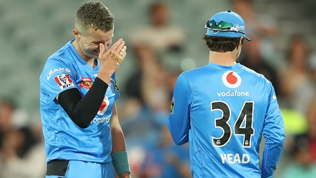 Siddle apologises after freakish dismissal in Adelaide