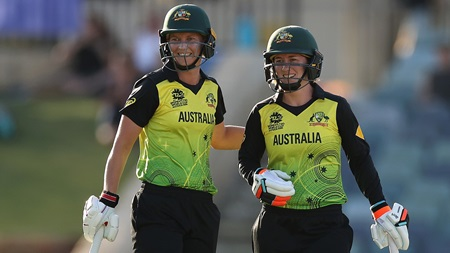 Aussies overcome scare to record hard-fought victory