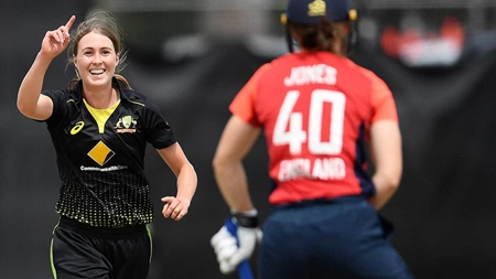 Tayla on target with a seed to rattle Jones' wickets