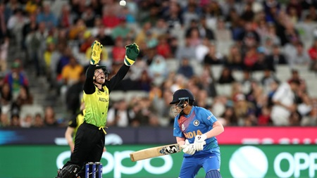 Healy's super catch removes India's young gun