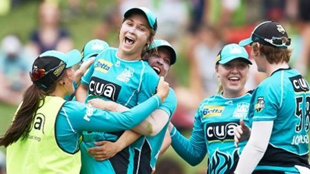 Classic Catch: Birkett's WBBL boundary blinder