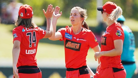 Wareham on the hunt with focus on wicket-taking