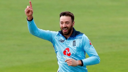 England edge past Ireland after Vince's shock wicket