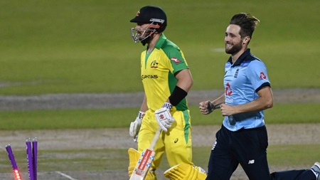 Woakes, Archer see Aussies lose four wickets in 21 balls