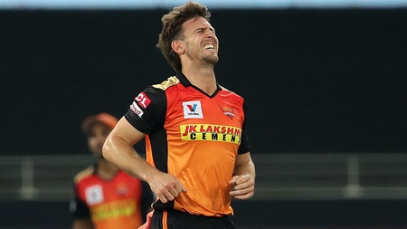 Marsh injured, Warner unlucky in Sunrisers' defeat