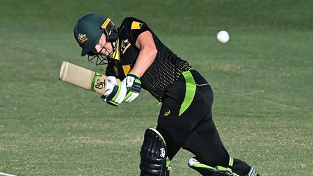 Healy gives Aussies a rapid start to the run chase