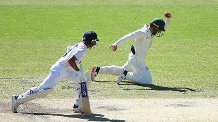 Lyon roars to remove Rahane early on day five