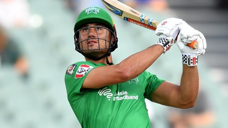 Stoinis bashes three sixes to lead Stars charge