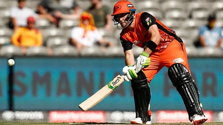 Inglis gets inventive to power Perth to 8-179