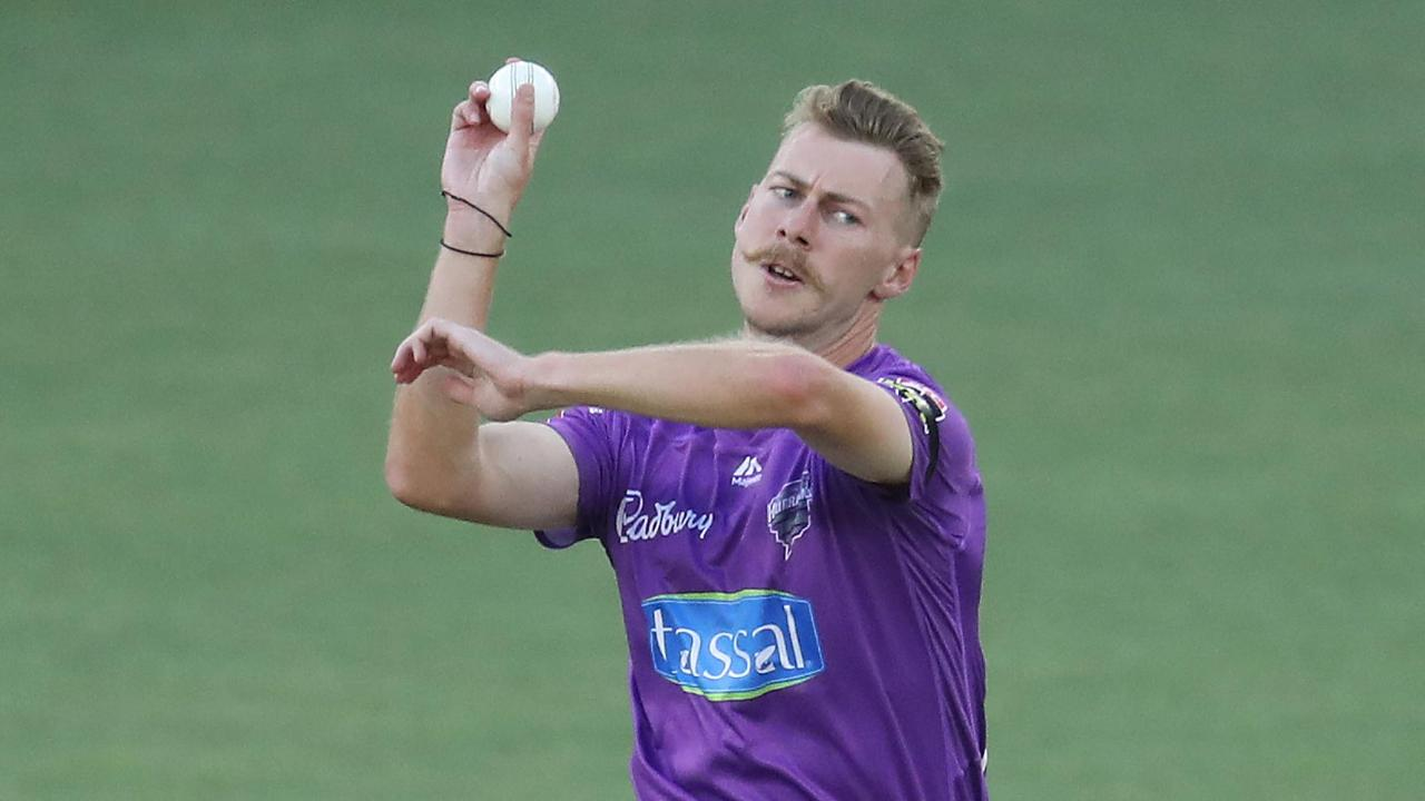 Pace ace Meredith collects three Renegades wickets