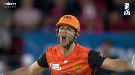 Marsh fumes at contentious caught-behind call