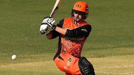 Munro leads the way with third straight fifty