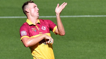 Sizzling Stanlake terrorises Tigers with bouncer barrage
